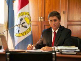 Ruben Pirola en su escritorio